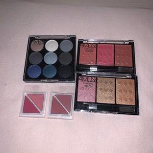 Bundle of eyeshadow and blush